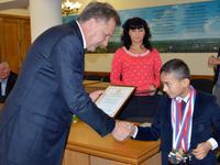 Виктор Агеев наградил ведущих спортсменов Республики Крым